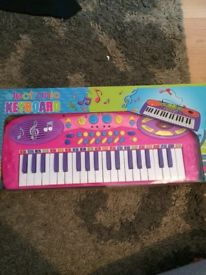 Girls electronic keyboard